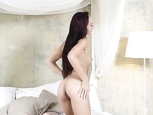 Solo Beauty In Bed Gently Plays With Her Hot Cunt