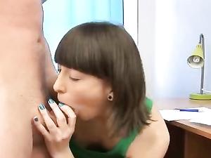 Teen With Short Brunette Hair Loves Her Boyfriend's Rod
